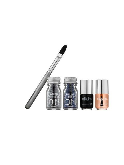 <p>This kit reaches new heights on the glitter Richter scale. It may look fiddly but it's actually a doddle to use.</p><p>1-      Pour some of the glitter in to the application tray.</p><p>2-      Apply one coat of Black Taxi nail (avoid getting any on yo