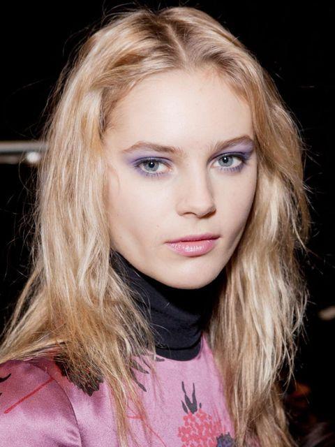<p>Model with lilac eye make-up at Jill Stuart</p>