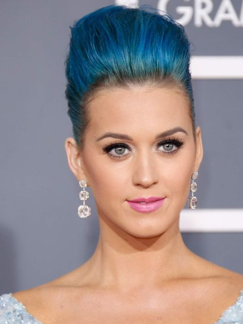 <p>Katy Perry wearing pink lipstick at the Grammy Awards 2012</p>