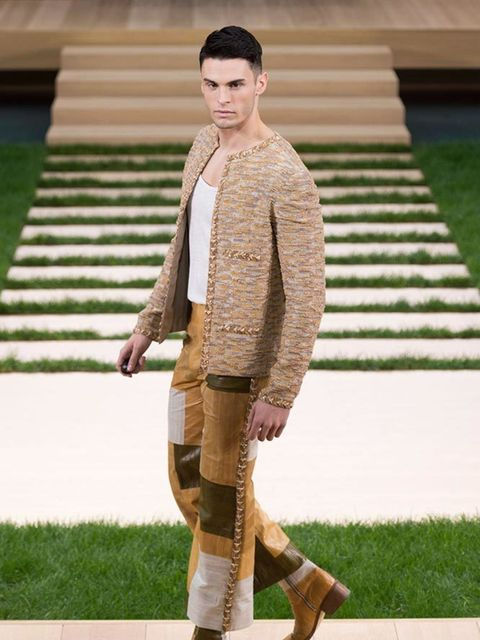 chanel_haute_couture_spring_summer_2016_collection_look_01