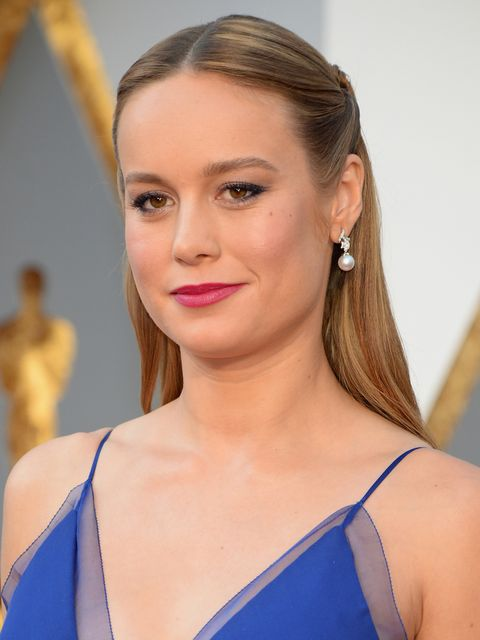 <p>Brie Larson kept her make-up suitaby simple, you can't go too overboard when you're embellishing your hair, sporting a healthy tan and focusing on the pearl earrings. A simple rasberry lip stain and gently defined eyes are perfect.</p>