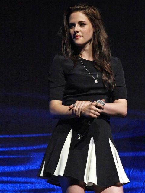 <p>Kristen Stewart in Cushnie et Ochs at ComicCon</p>