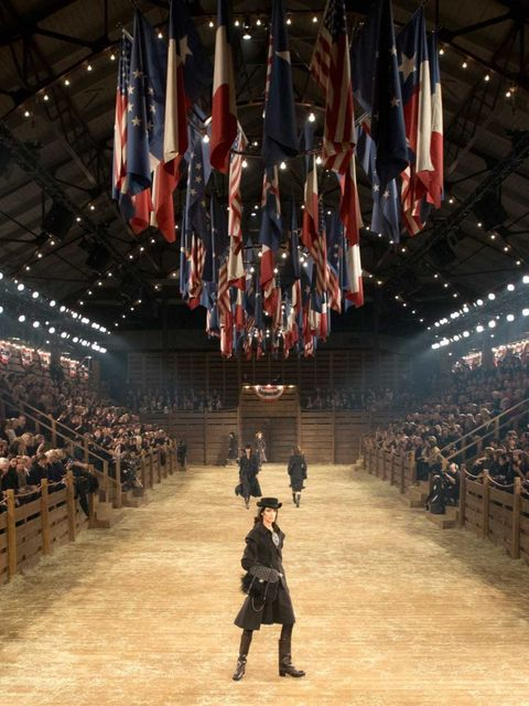 <p>Karl Lagerfeld and the Chanel team took their Metier d'Art show to Dallas, Texas last night. Fringing, feathers and cowboys on the catwalk? check. Celebrties sitting in vintage American cars? Check. A rodeo arena for a stage? Of course. Here's a look a