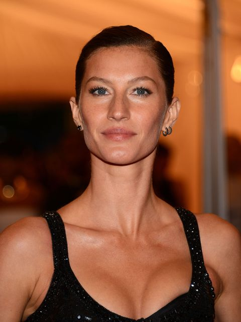 <p>Gisele with sleek hair at the Met Ball 2012</p>