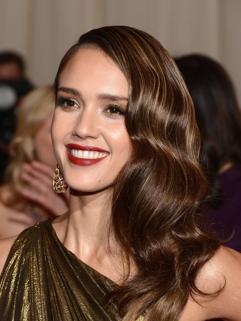 <p>Jessica Alba, with retro waves at the Met Ball 2012</p>