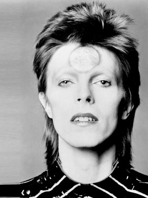 <p>As Ziggy Stardust in 1975</p>