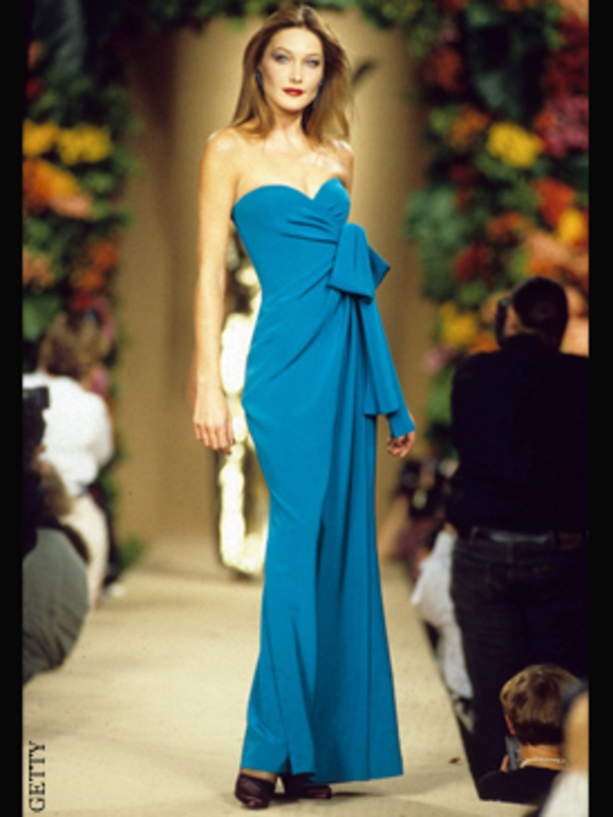 <p>Carla Bruni modelling YSL on the catwalk, 1996</p>