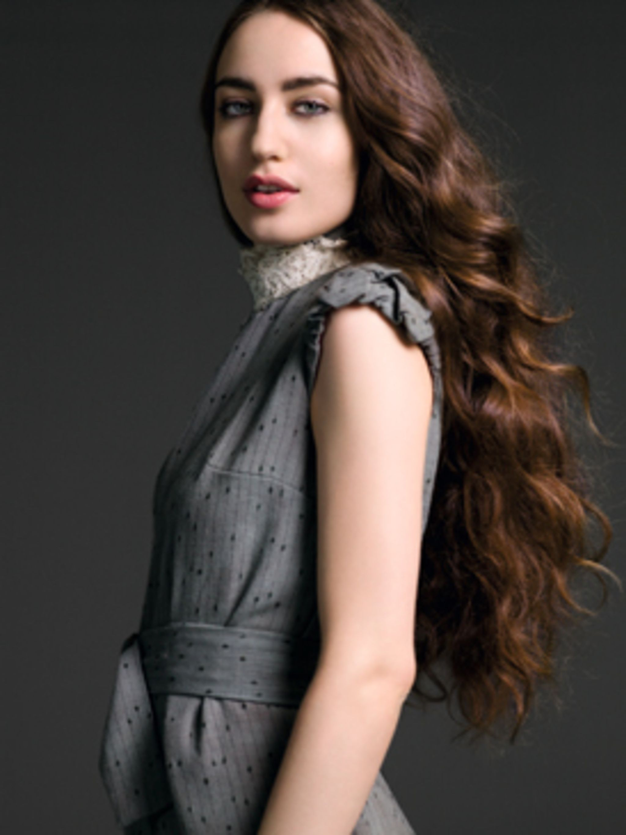 <p>Elizabeth Jagger wears grey dress with lace neck by Fiona Rose.</p>