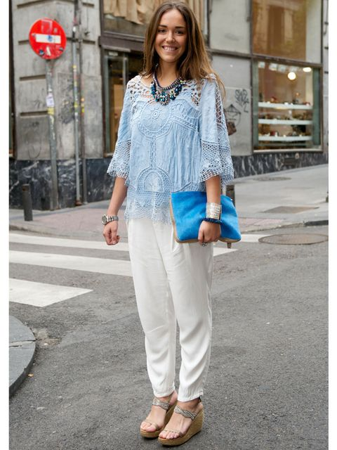 <p>Monica Gil is wearing an Adela Gil sweater, Pull and Bear jeans, Alma En Pena shoes, La Fille handbag and a Vanity Her necklace.</p>