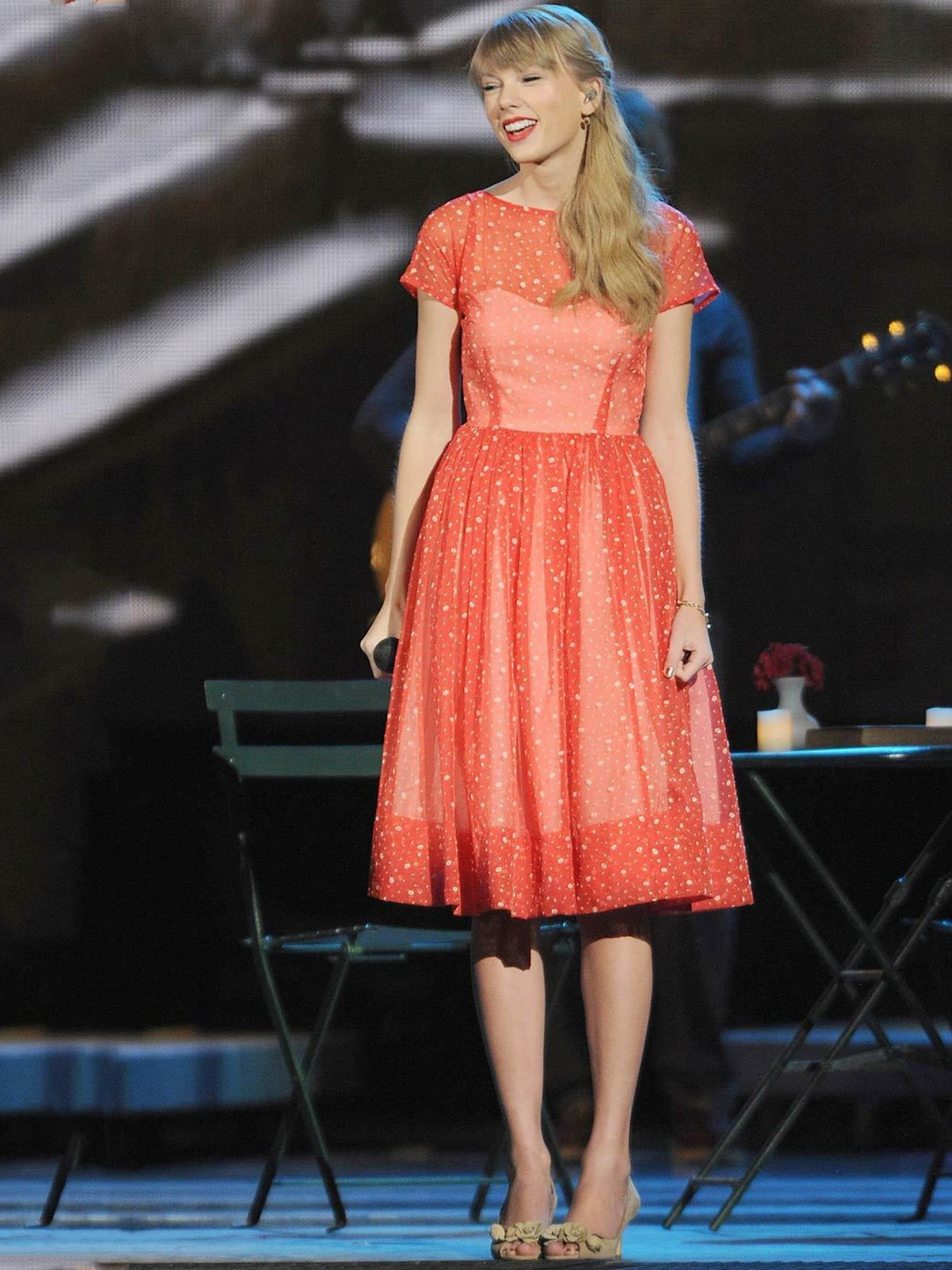 5fb5f271db2 Taylor Swift s Style File - Every One Of Taylor Swift s Country Glam Outfits