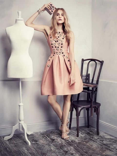 <p>This embellished peach dress together with the matching box clutch will turn you into a Hollywood princess </p>