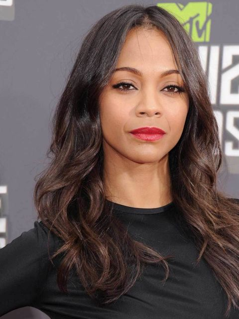 <p><strong>Zoe Saldana</strong></p><p>Zoe teamed tousled soft waves with a bold tomato hued lip, matte complexion and a slick of liquid black eyeliner. A signature classic look.</p>