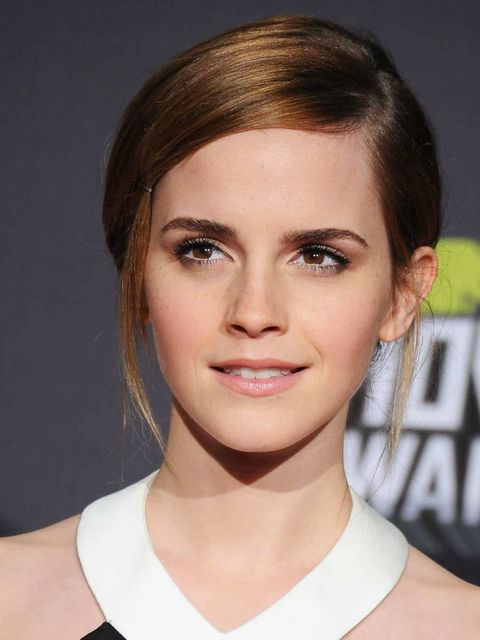 "<p><a href=""http://www.elleuk.com/star-style/celebrity-style-files/emma-watson"">Emma Watson,</a> who took home the award for Trailblazer, opted for pretty, classic make-up – employing some expert tricks along the way like applying white eyeliner in her wa"
