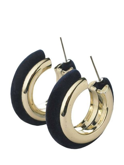 "<p><a href=""http://www.newlook.com/shop/womens/jewellery/velvet-hoop-earrings_199202641?icSort=+sortDisplayPrice"">New Look</a> velvet hoop earrings, £3</p>"