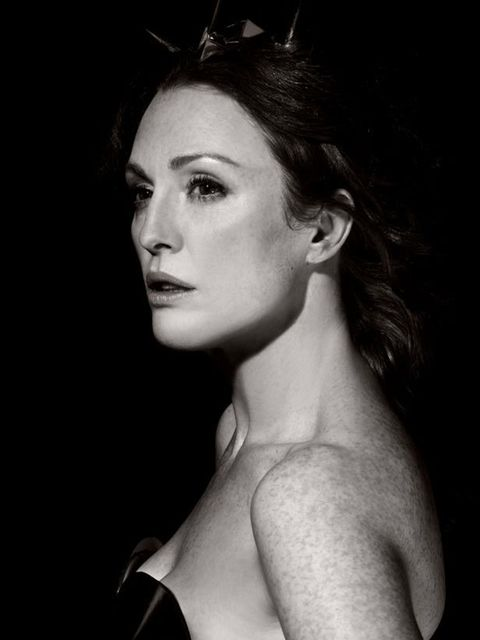 "<p>Julianne Moore plays Hera in <a href=""http://www.elleuk.com/news/fashion-news/karl-lagerfeld-brings-men-to-the-pirelli-calendar"">Karl Lagerfeld</a>'s Pirelli 2011 calendar</p>"