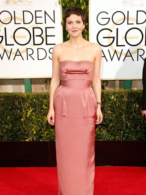 <p>Maggie Gyllenhaal wears Miu Miu at the Golden Globe awards in Hollywood, January 2015.</p>