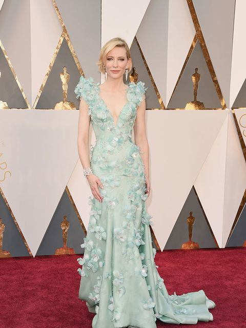 <p>Cate Blanchett in Armani Prive with Tiffany &amp&#x3B; Co. jewellery at the Oscars in LA, February 2016.</p>