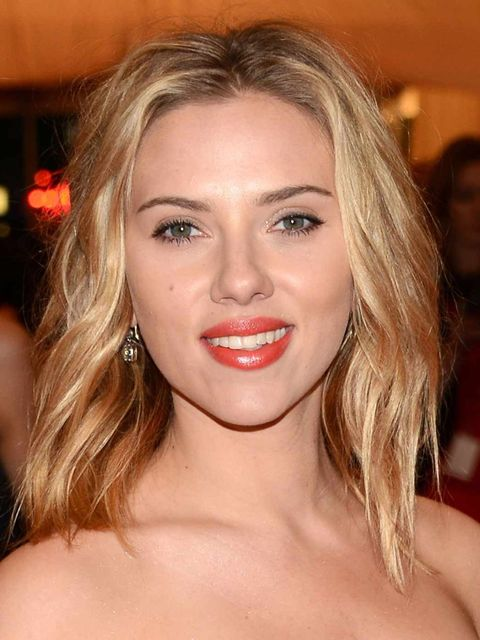 <p>Scarlett Johansson wearing a bold orange lip at the MET Ball 2012</p>