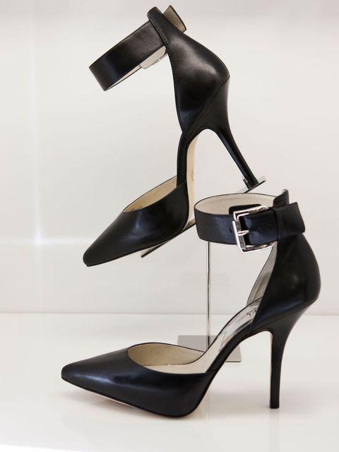 <p>The lady-like heel.</p>