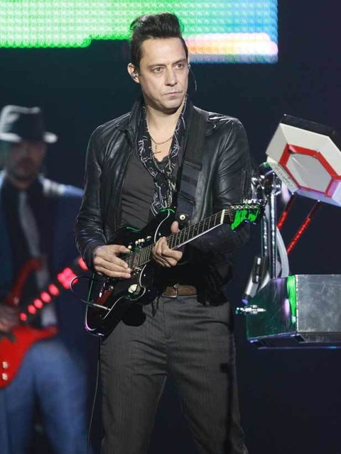 "<p><a href=""http://www.elleuk.com/starstyle/red-carpet/%28section%29/british-fashion-awards-2009/%28offset%29/0/%28img%29/451849"">Jamie Hince</a> performs at the Etam Spring/Summer 2011 collection launch at Grand Palais in Paris, 24 January 2011 </p>"