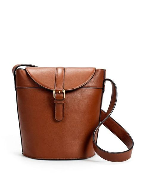 "<p><a href=""http://www.zara.com/webapp/wcs/stores/servlet/product/uk/en/zara-S2011/61145/199271/ROUND%2BHANDBAG"">Zara</a> bucket handbag, £79.99</p>"