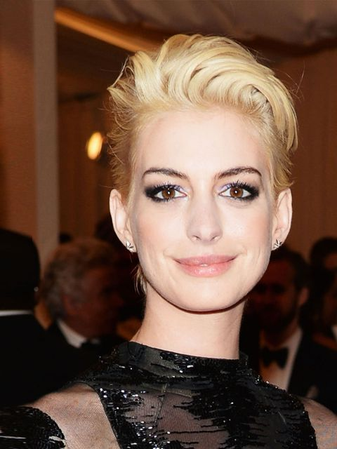 "<p>Oh, hello Anne Hathaway! We didn't recognise you with that peroxide blonde hair. <a href=""http://www.elleuk.com/beauty/news/anne-hathaway-blonde-hair-met-ball-2013"">But who inspired the colour change Debbie Harry or Miley Cyrus? Find out here...</a></p"