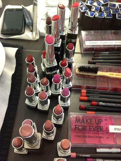 <p>Which lipstick should Jessie wear?</p>