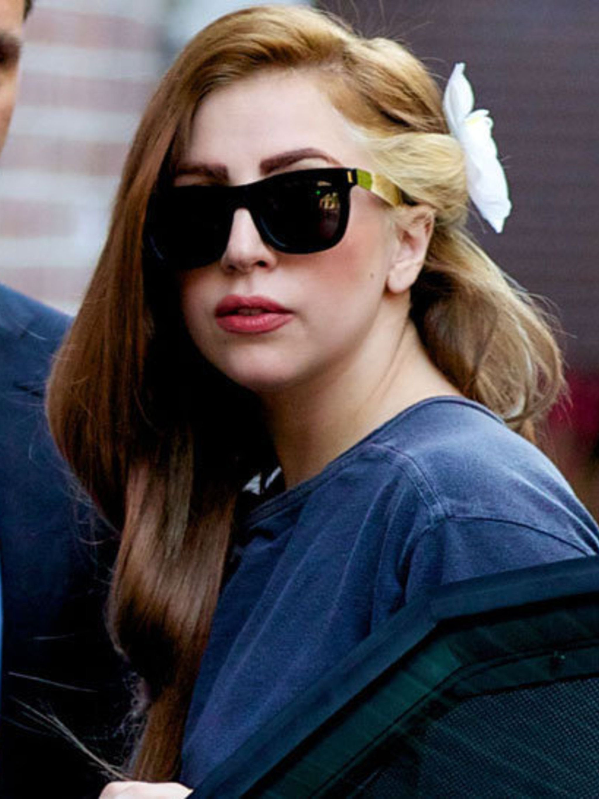 <p>Lady Gaga out-and-about with her new hair colour</p>
