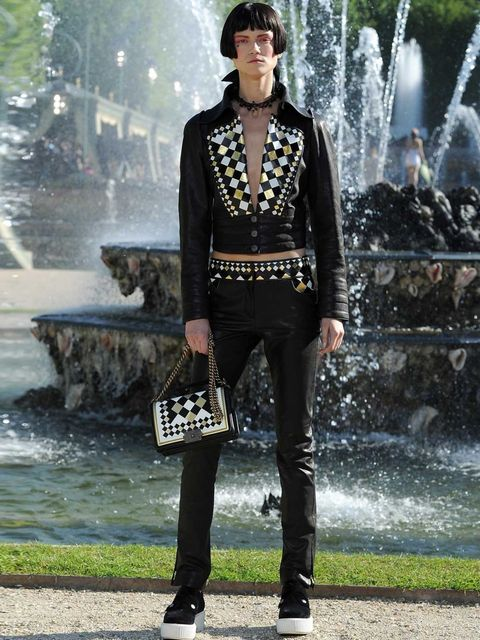 <p>Look 33, Chanel Cruise 2013</p>