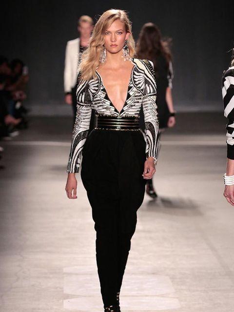<p>Karlie Kloss walks in the H&M x Balmain catwalk show.</p>