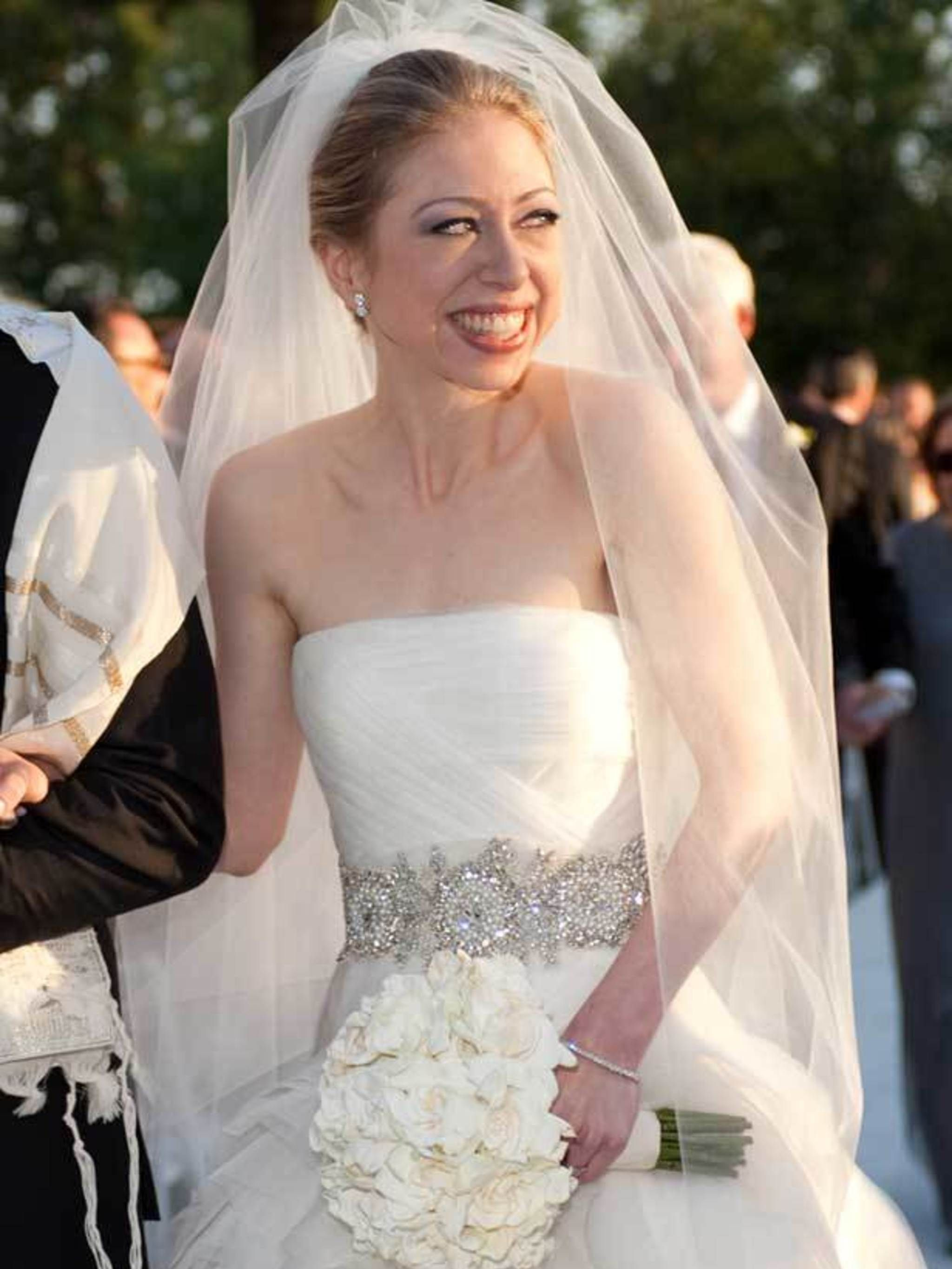 508caf49c24d Chelsea Clinton weds in Vera Wang