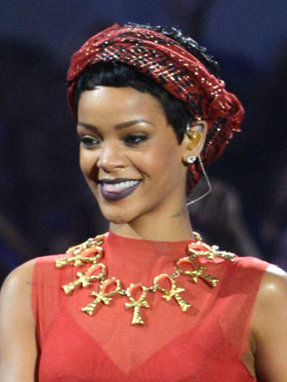 <p>Rihanna performing at the MTV VMA Awards 2012</p>