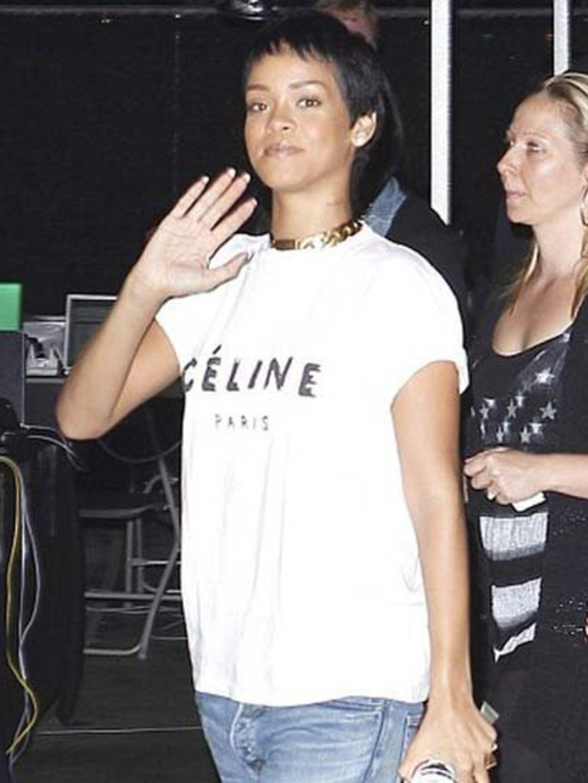 <p>First look: Rihanna's new short hair</p>