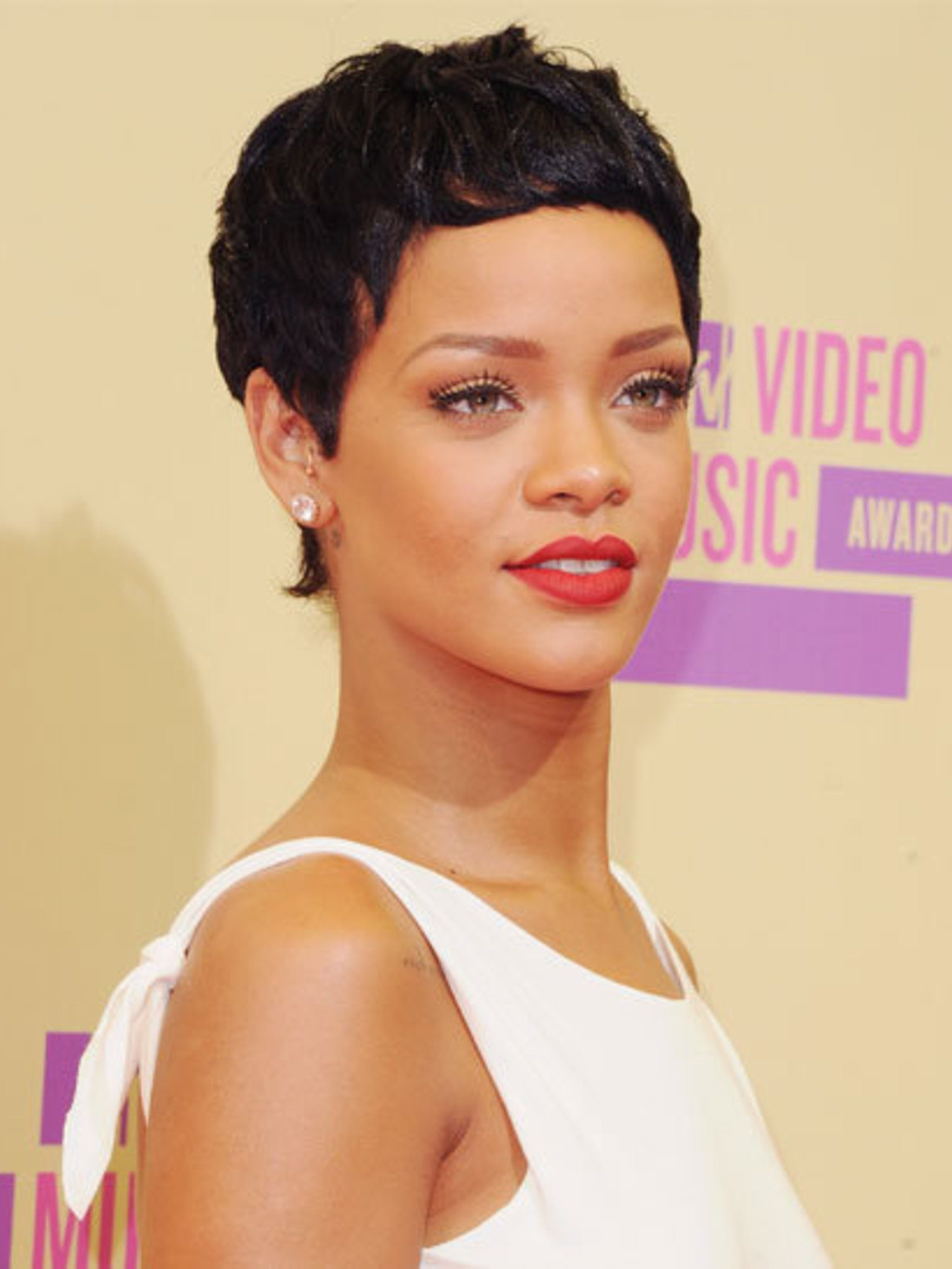 <p>Rihanna arriving on the red carpet at the MTV VMA Awards</p>