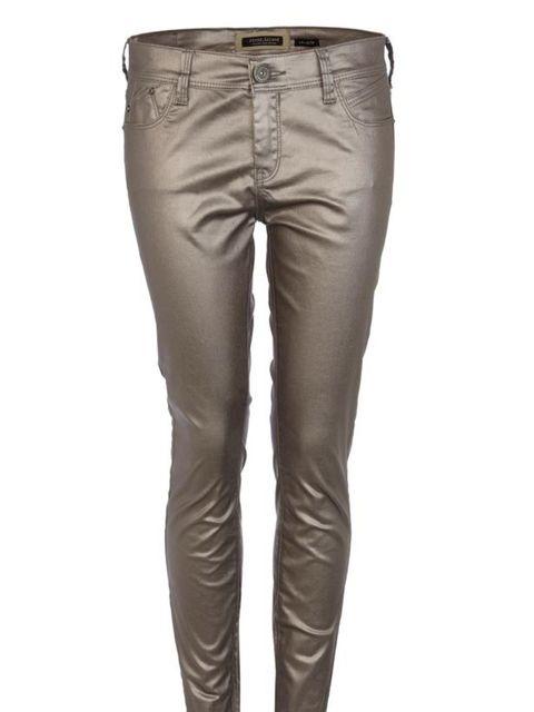 "<p><a href=""http://www.riverisland.com/Online/women/jeans/skinny-jeans/platinum-silver-super-skinny-jeans-609348"">River Island</a> platinum silver skinny jeans, £45</p>"