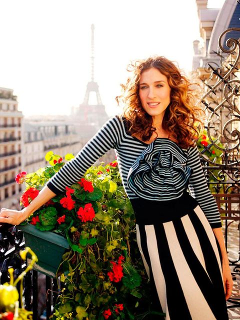 <p>A Sonia Rykiel double-stripe for that all-important first look out over Paris in <em>An American Girl in Paris, Part Une</em>. Season six, 2004.</p>