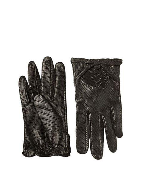 """<p><a href=""""http://www.zara.com/webapp/wcs/stores/servlet/category/uk/en/zara-I2011/122003/Accessories"""">Zara</a> perforaterd gloves, £19.99</p>"""