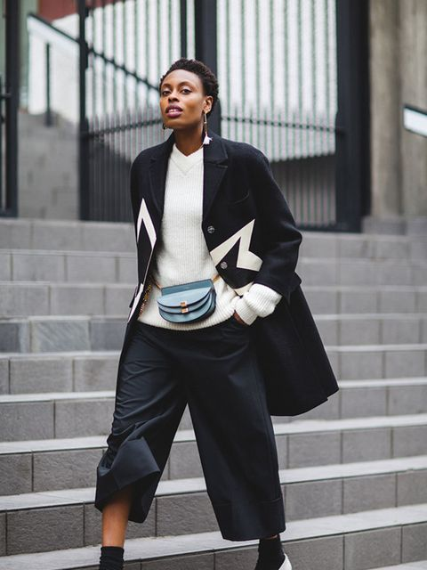 <p>Accesories Editor, Donna Wallace wearing theChloé Gerogia convertable leather bag</p>