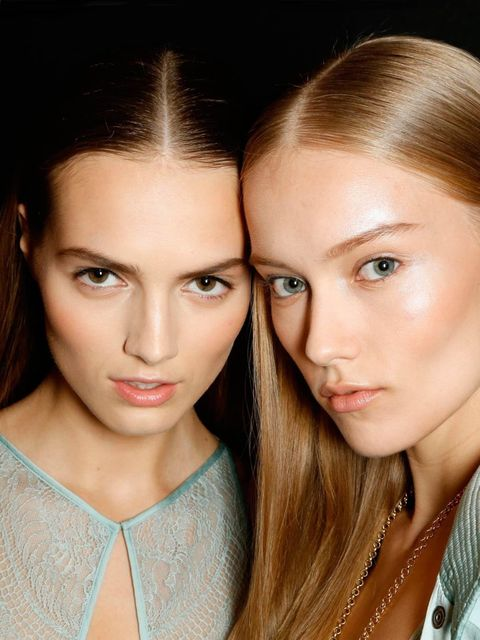 <p>Oh beauty, you fickle mistress! Last season super sleek hair was du jour, this season there is a subtle blink-and-you'll-miss-it shift in the type of straight hair you should be wearing this summer. </p><p>Still sleek and super s