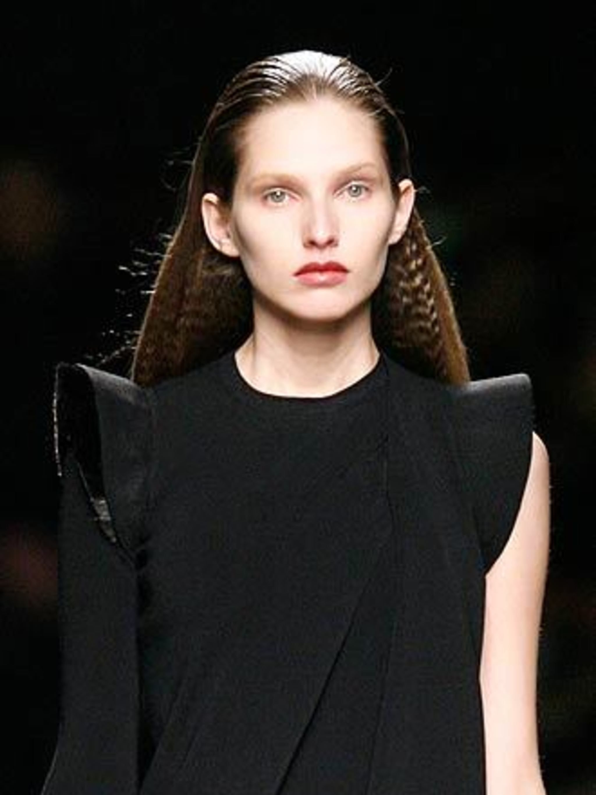 "<p>Statement hair If you didn't believe crimping was back last season, now is the time to take note as both <a href=""http://features.elleuk.com/fashion_week/112-5-Givenchy-autumn-winter-2009.html"">Givenchy</a> and <a href=""http://features.elleuk.com/fashi"