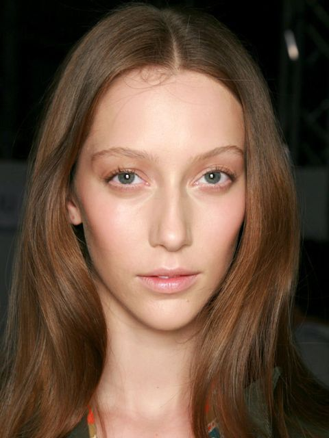 <p> </p><p>Small bend in the hair created with hair dryer or irons. Normally used to make hair flick out.</p><p> </p>