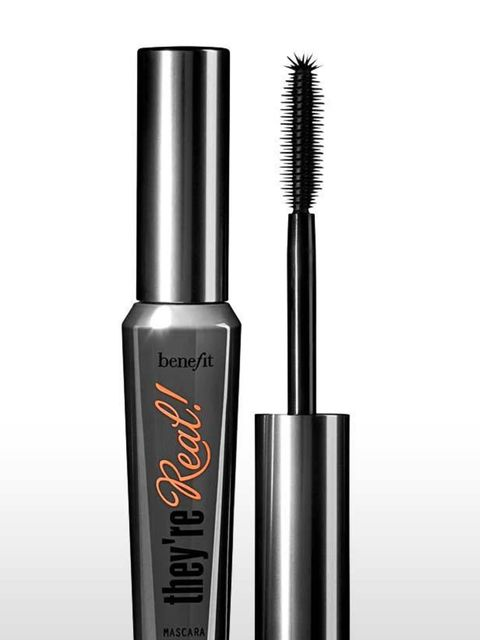<p><strong>USP:</strong> The wand has small bristles on top, allowing you to literally push your lashes up and out for added volume.  <strong>The Wand:</strong> This rubber wand has both super short and slightly longer bristles so you get right into the r