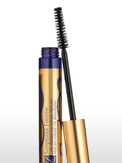 <p><strong>USP: </strong>Y-shaped fibres that interlock and stack for a full-blown false lash effect. <strong>The Wand:</strong> This bristle brush is called the Extreme BrushComber™. The elongated wand thickens lashes like a brush, but defines like a com