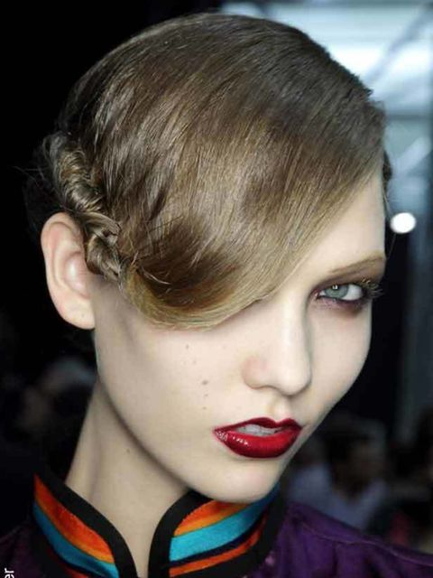 <p>What you want from date make-up at any time of the year is naturally sparkly-looking eyes and come hither lashes. While we're certain your date will gaze into your eyes however they look, we're girls and we know that make-up can help. The best place to