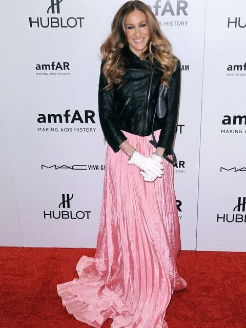 "<p><a href=""http://www.elleuk.com/star-style/celebrity-style-files/sarah-jessica-parker"">Sarah Jessica Parker</a> paired her <a href=""http://www.elleuk.com/catwalk/designer-a-z/oscar-de-la-renta/spring-summer-2012"">Oscar de la Renta</a> dress with a <a hr"