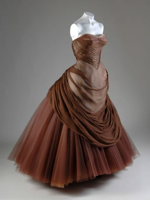 <p>'Swan' gown by Charles James, 1957.</p>