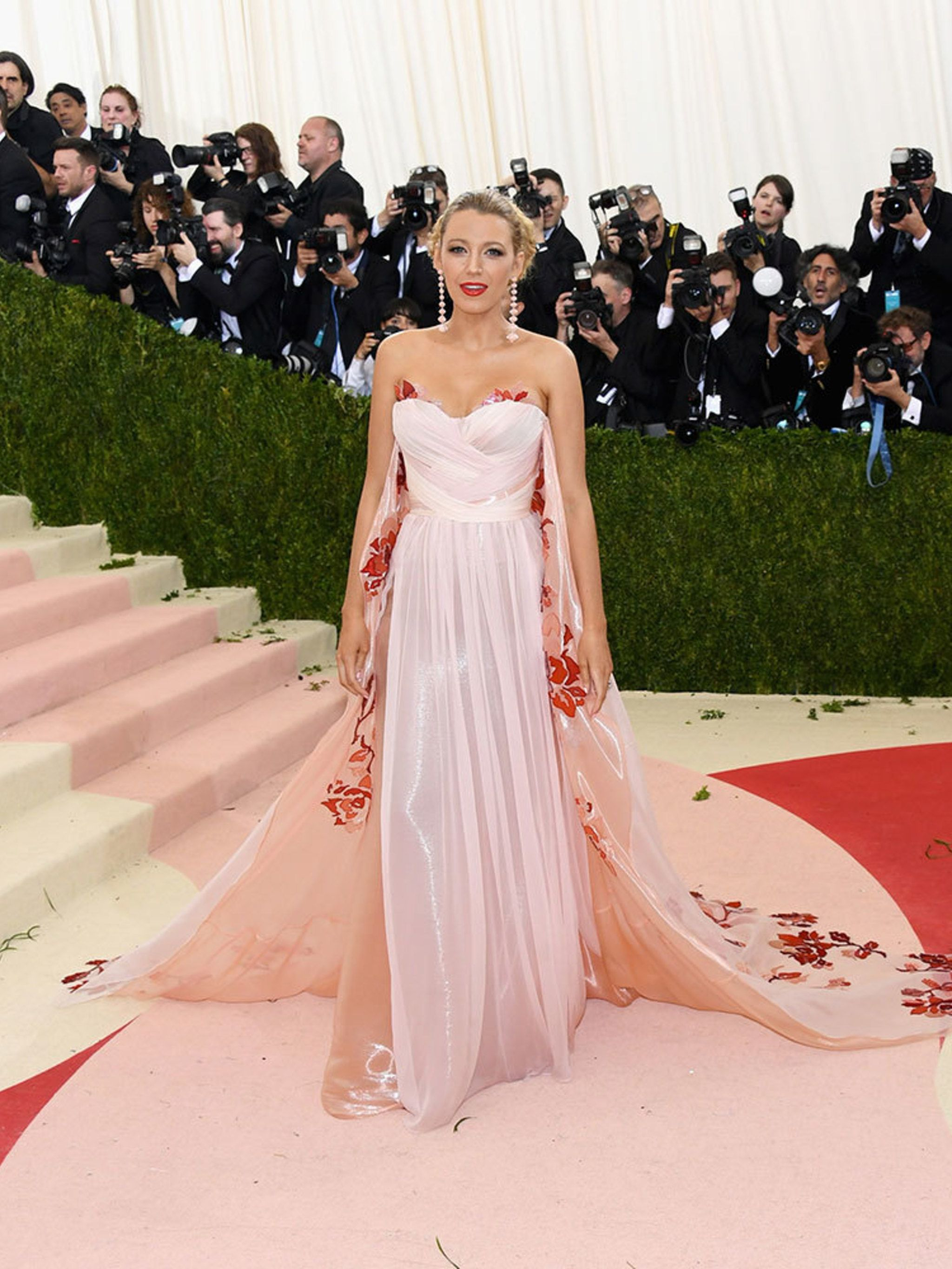 57bdc1513e0 Blake Lively Style File - Every One Of Blake Lively's Dreamiest Red Carpet  Outfits