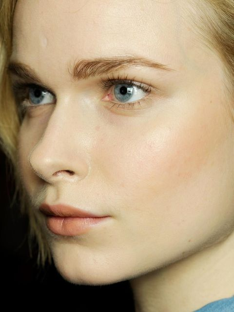 "<p>Make sure your lashes are looking their best this party season with our favourite mascaras, falsies, extensions and conditioners for full-on impact...</p><p><a href=""http://www.elleuk.com/elle-tv/beauty-school/beauty-school/lisa-eldridge-s-guide-to-par"