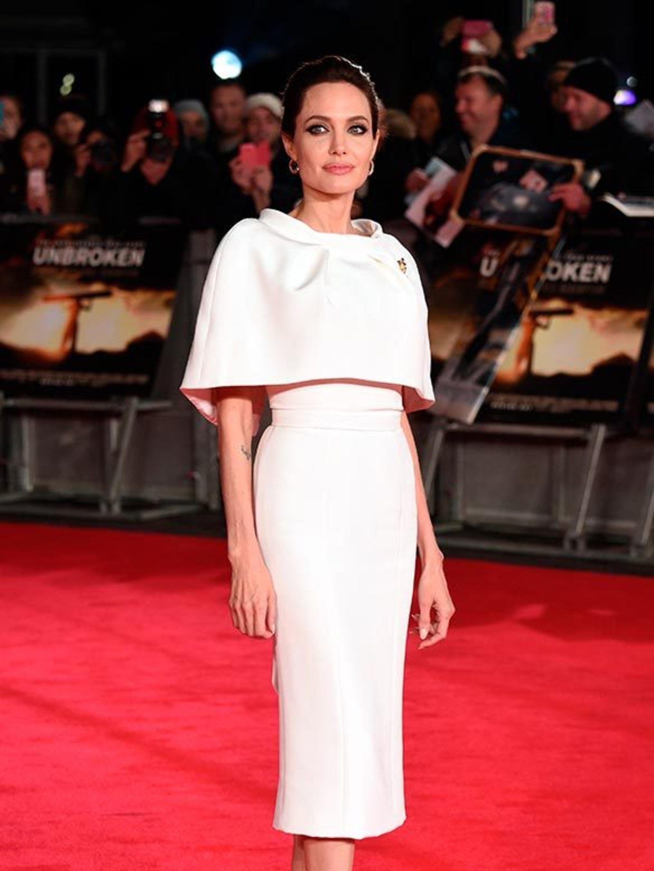 Angelina Jolie m 33