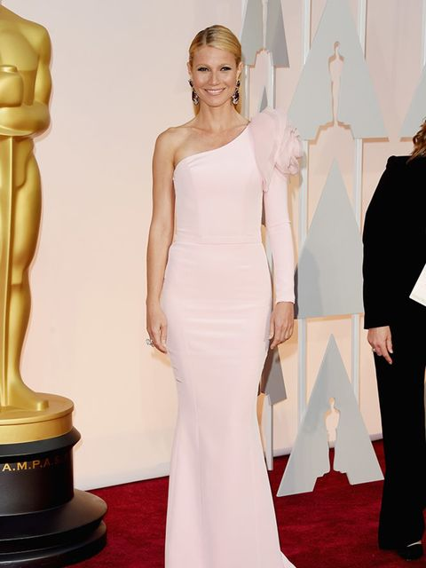 Gwyneth Paltrow wears Ralph & Russo to attend the 2015 Academy Awards in LA